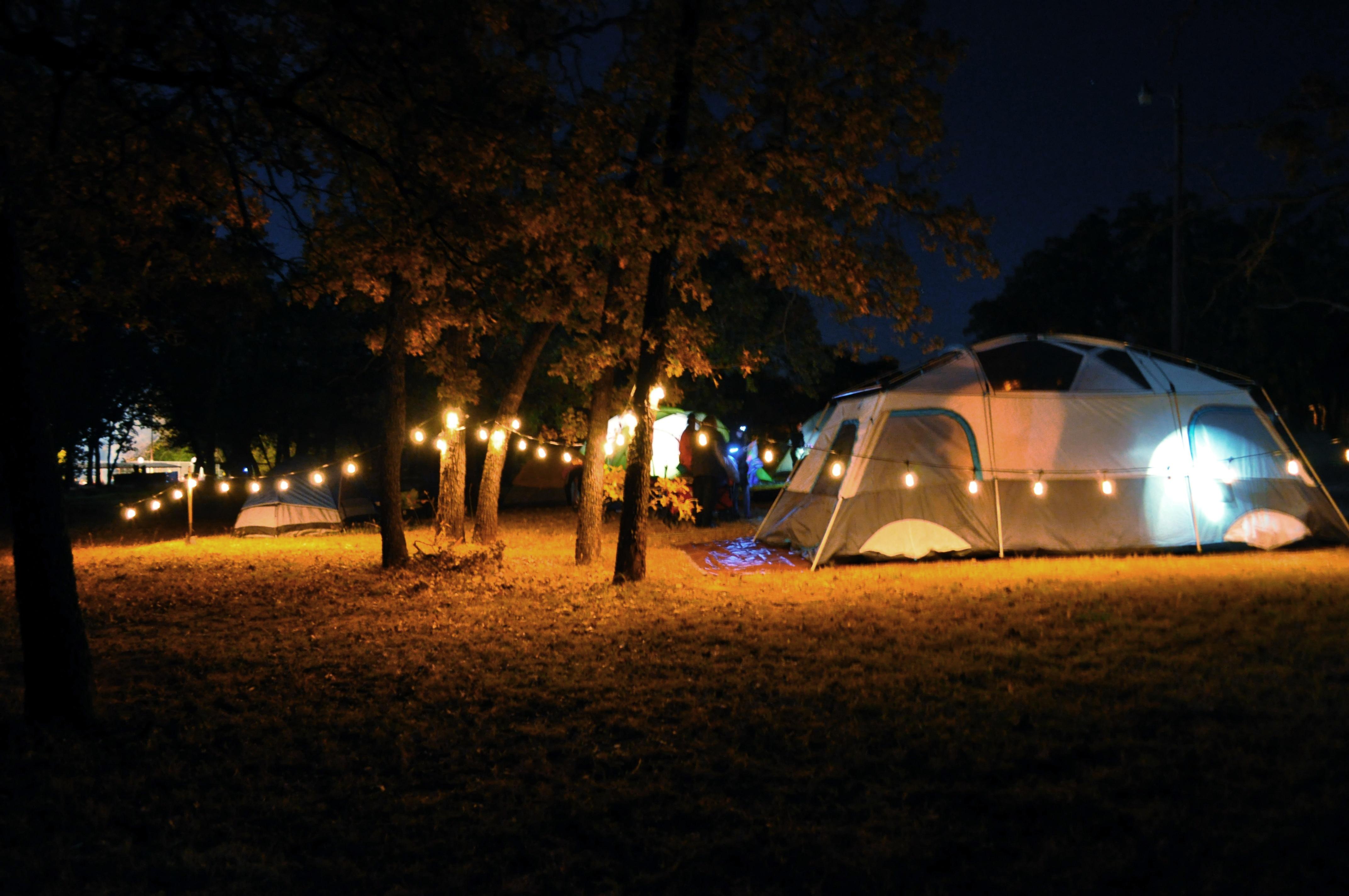 Enbrighen-cafe-lights-camping-outdoor.jpg