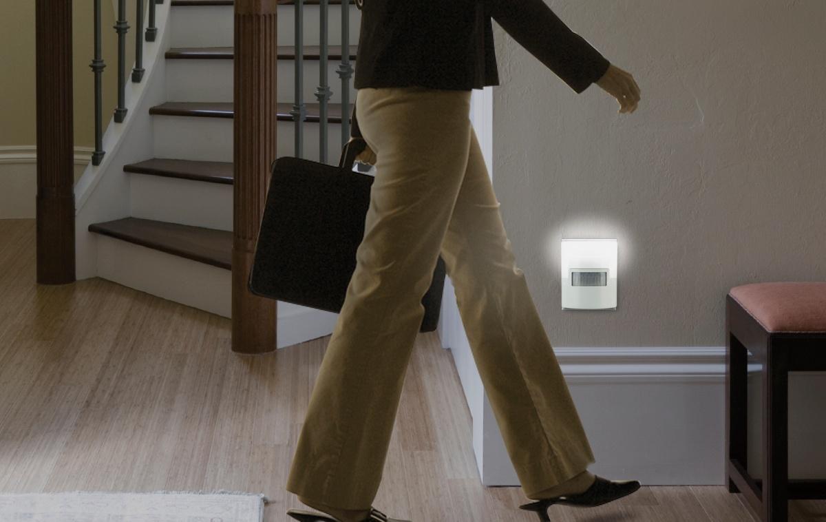 Motion_Sensing_Light_in_walkway.jpg