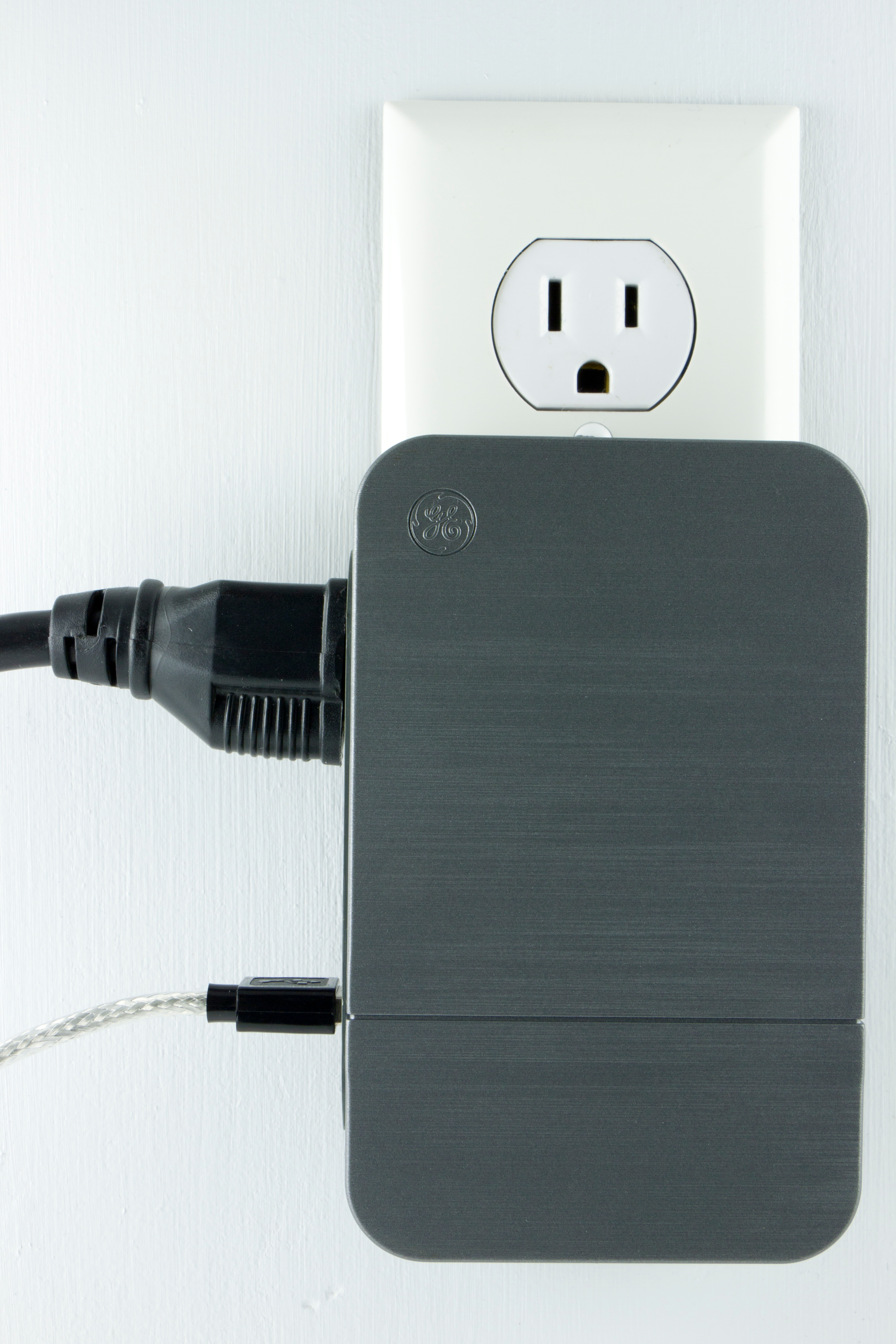 Multi-USB and AC power outlet stations can easily plug into the wall and reduce wire tangles around your bed..jpg