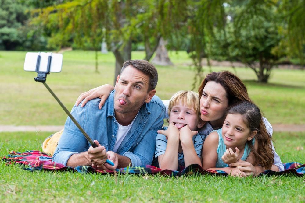 selfie_stick_family.jpg