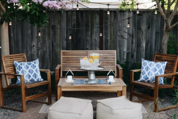 Decorating-with-cafe-lights-in-the-garden