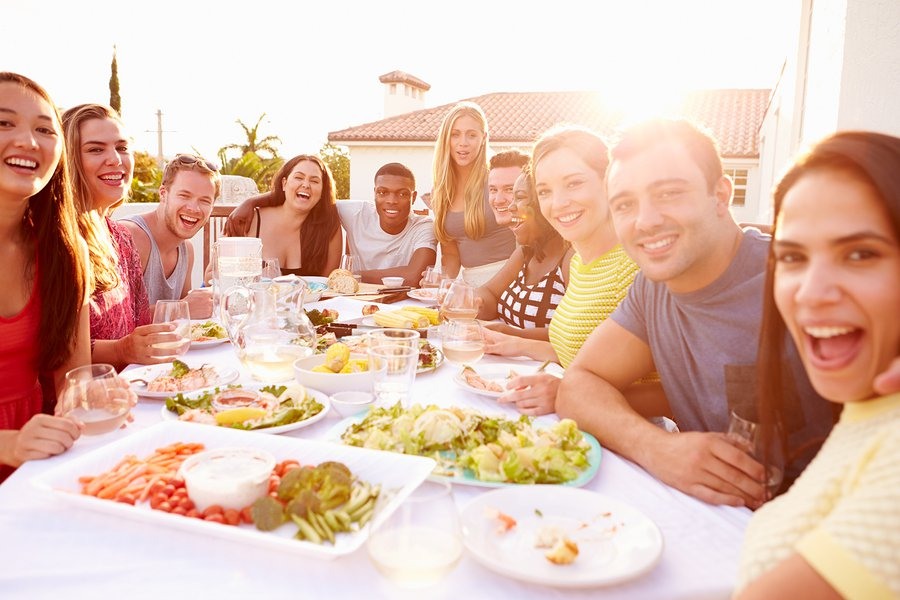 tips to minimize the presence of insects like flies and mosquitoes that can really put a damper on the Fourth of July festivities