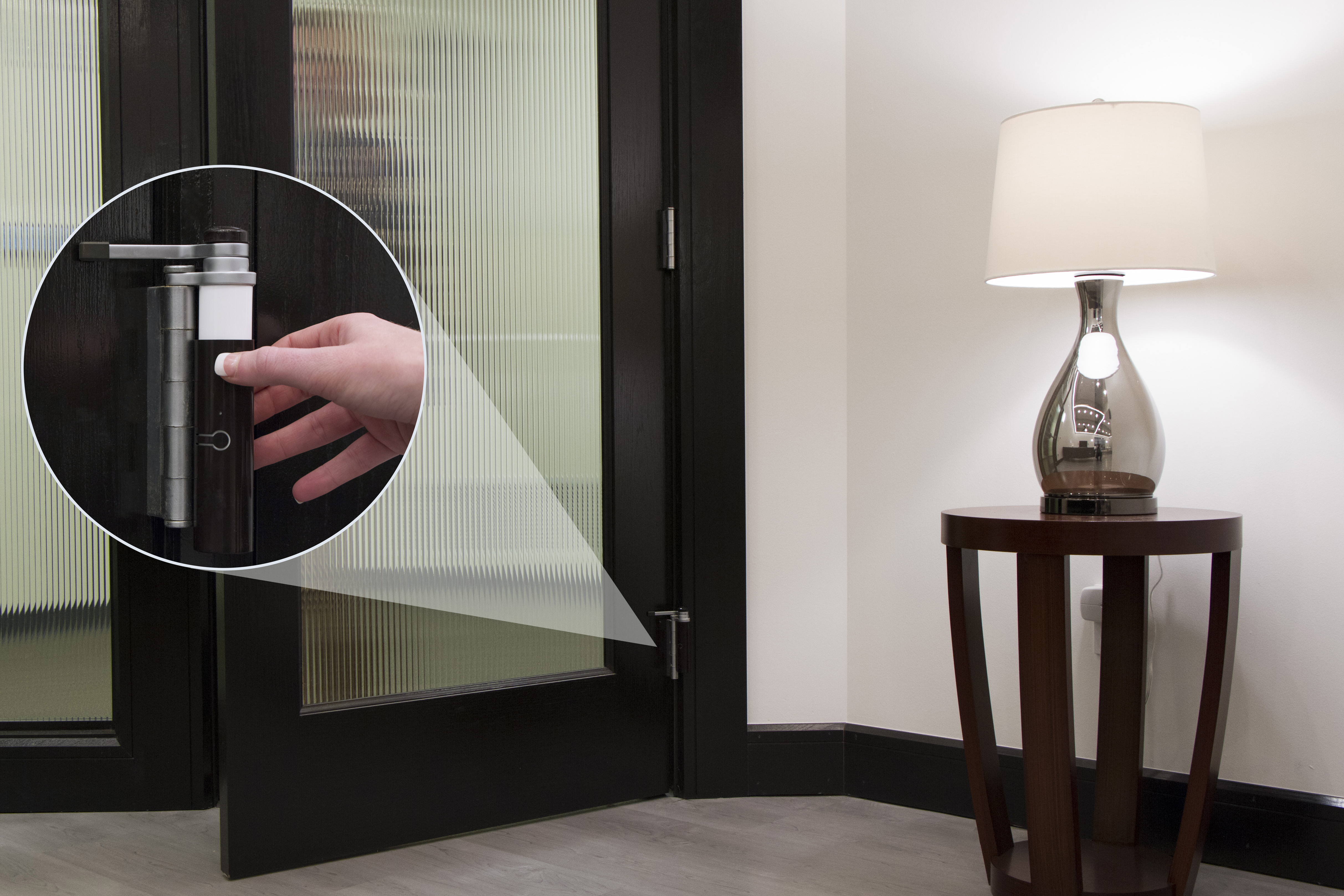 By simply opening or closing the door, the sensor wirelessly triggers scenes throughout your home