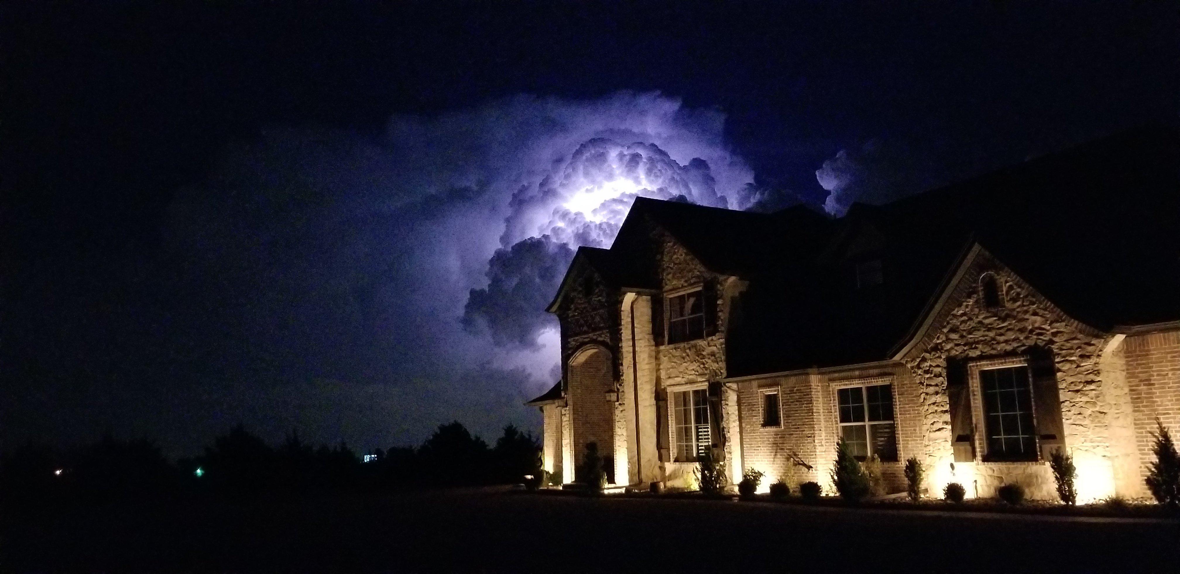 Enbrighten-Puck-Lights-Storm-Prep
