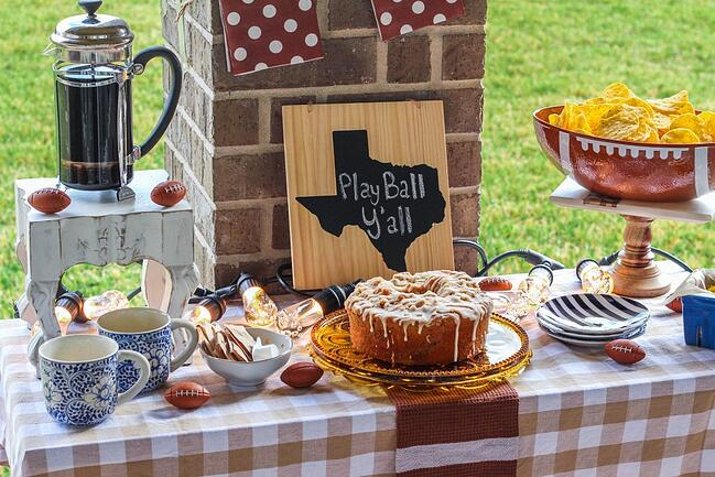 Football-Tailgating-Tablescape-with-Enbrighten-Cafe-Lights