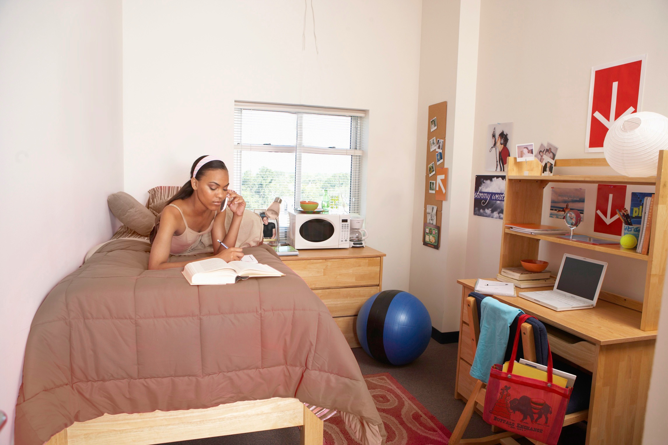 girl_in_dorm